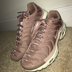 Dusty pink Nike Air Max Plus (Women's)